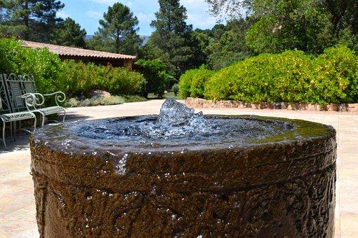 Décorer son jardin avec une fontaine