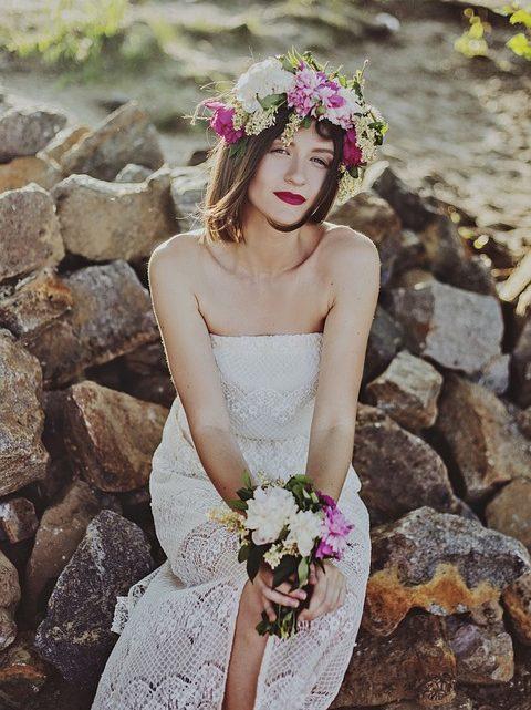 Porter une auréole florale à votre mariage
